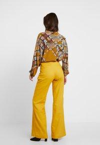 UNIQUE 21 - WIDE LEG TROUSERS - Trousers - mustard - 3