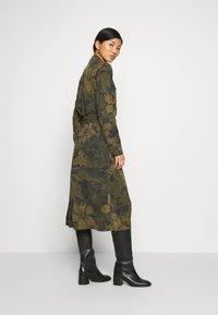 Desigual - VEST MONTSE - Robe d'été - verde militar - 2