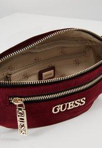 Guess - RONNIE - Bum bag - merlot - 4