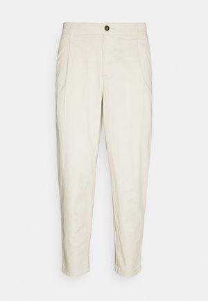 JJIBILL JJRICO - Trousers - ecru