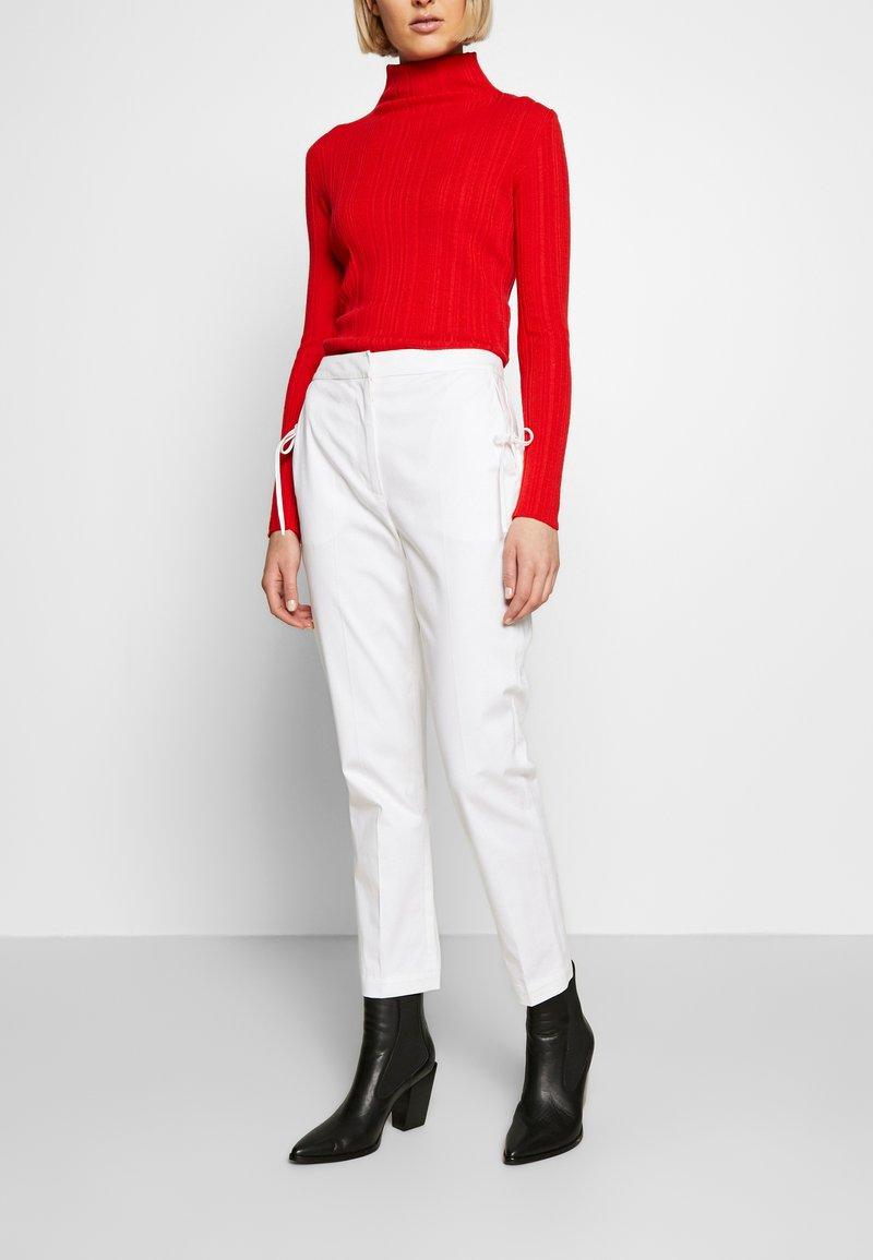 Vivetta - TROUSERS - Pantaloni - white