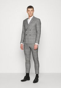 Lindbergh - DOUBLE BREASTED CHECK SUIT - Suit - brown - 0