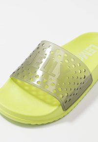 LEMON JELLY - EVIE - Sandales de bain - lime/translucid charcoal - 2