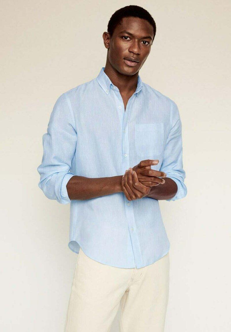 Mango - SLIM FIT - Camicia - himmelblau