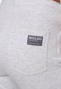Woldo Athletic - Tracksuit bottoms - grau koralle - 4