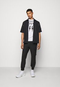 Neil Barrett - FAIRISLE THUNDERBOLT - T-shirt imprimé - white/black - 1