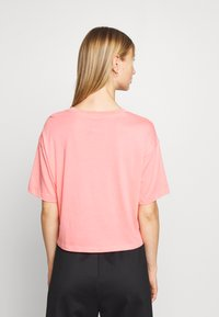 The North Face - EXTREME CROP TEE - Print T-shirt - miami pink - 2