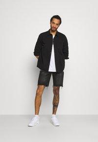 Redefined Rebel - RROSAKA - Denim shorts - marble black - 1