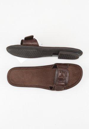 Klapki - brown