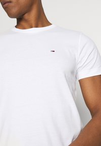 Tommy Jeans - CNECK TEES 2 PACK - T-Shirt basic - white / black - 4