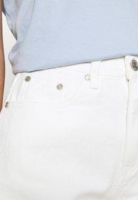 Missguided - RIOT RAW HEM MOM - Jeansshorts - white - 4