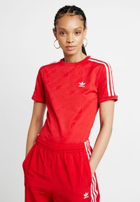 adidas Originals - ADICOLOR 3 STRIPES BODYSUIT  - T-shirt med print - scarlet - 0