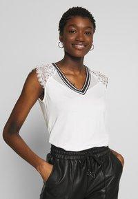 Morgan - Print T-shirt - off-white - 0