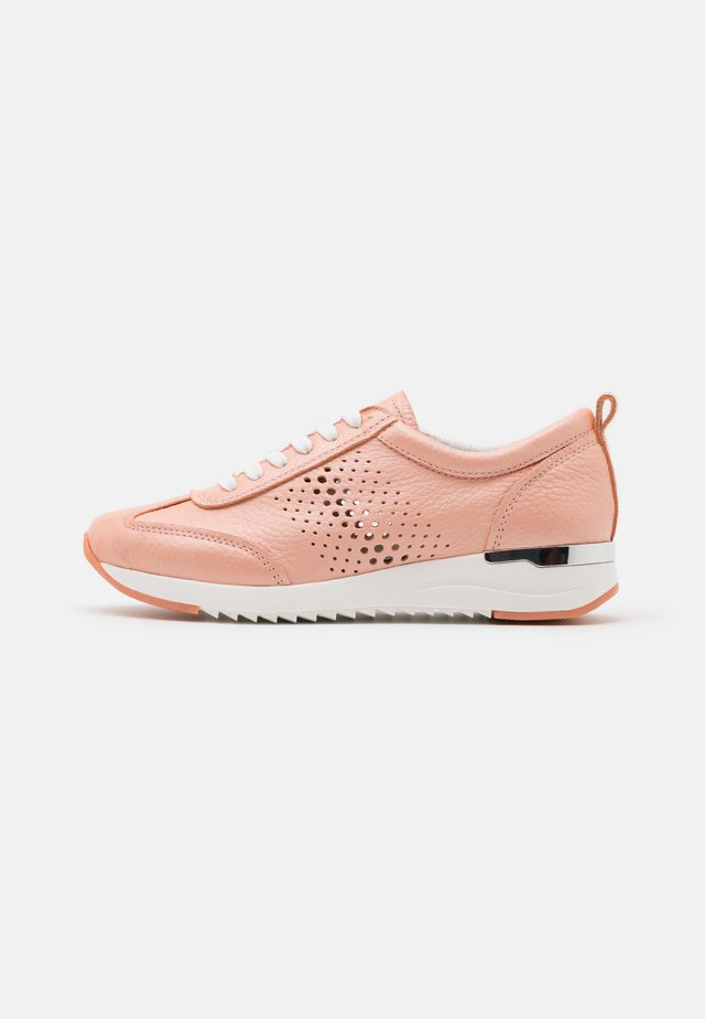 LACE UP - Sneakers laag - apricot