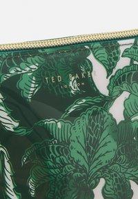 Ted Baker - ROCOLA - Wash bag - green - 2
