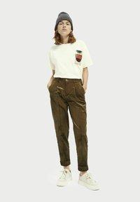 Scotch & Soda - HIGH-RISE - Trousers - military green - 1