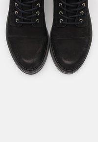 Pavement - CHARLEY ECO - Šněrovací kotníkové boty - black - 5