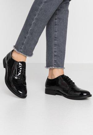 WIDE FIT JO - Šněrovací boty - black