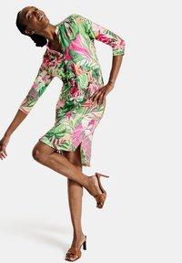 Gerry Weber - MIT FLOWERPRINT ECOVERO - Day dress - lila/pink/grün druck - 1
