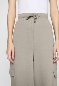 Topshop - SLOUCH UTILITY JOGGER - Tracksuit bottoms - taupe - 4