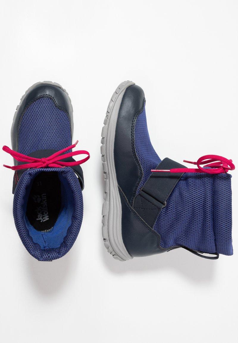 Jack Wolfskin - KIWI WT TEXAPORE MID - Walking boots - dark blue/red