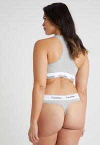Calvin Klein Underwear - MODERN PLUS THONG - Thong - grey heather - 2