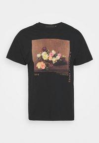Mennace - ROSEBOWL BASKET OF ROSES - Print T-shirt - washed black - 4