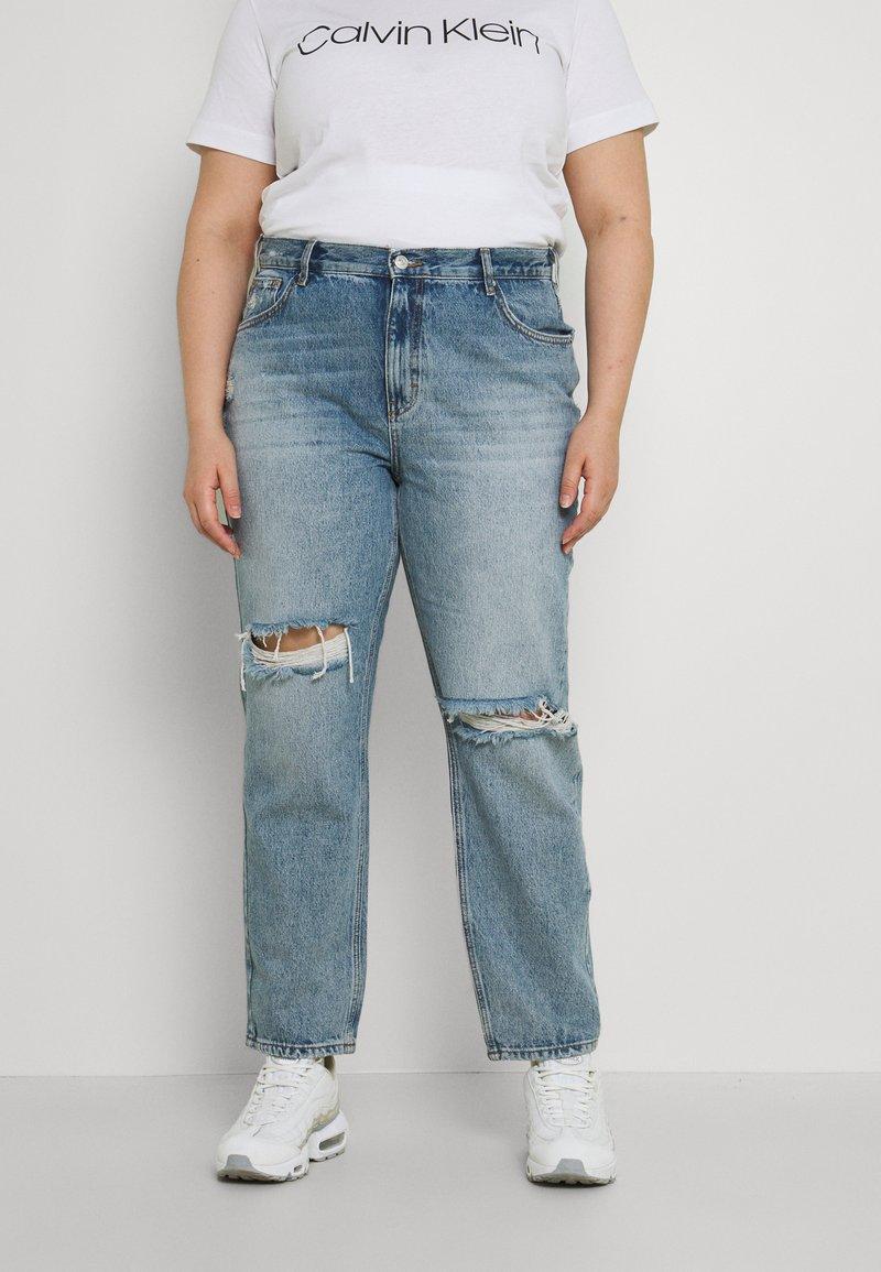 ONLY Carmakoma - CARINC ROBYN LIFE - Straight leg jeans - light blue denim