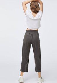 OYSHO - Pantaloni sportivi - dark grey - 2
