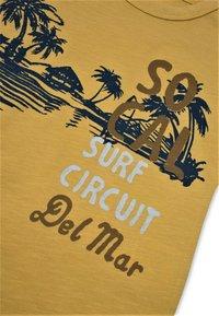 Cigit - SURF CIRCUIT - Print T-shirt - mustard yellow - 2