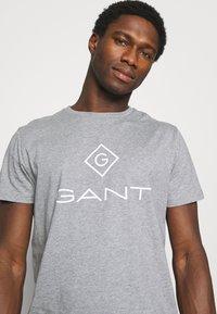 GANT - LOCK UP  - T-shirt med print - grey melange - 3