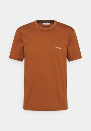 CHEST LOGO - Basic T-shirt - gingerbread brown