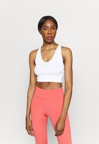 Cotton On Body - SEAMLESS HALTER RACER BACK TANK - Top - white - 0
