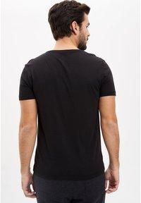 DeFacto - Basic T-shirt - black - 1