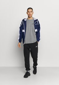 Nike Sportswear - T-shirt - bas - multi-color/black/multi-color - 1