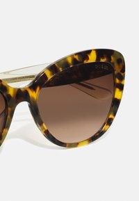 Guess - Sunglasses - blonde havana/brown - 4