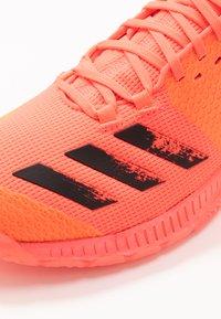 adidas Performance - CRAZYFLIGHT BOUNCE TOKYO - Volleyballsko - signal pink/core black/copper metallic - 5
