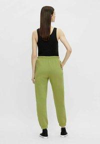 Pieces - Pantaloni sportivi - turtle green - 2