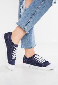 Le Temps Des Cerises - BASIC - Sneakersy niskie - indigo - 0