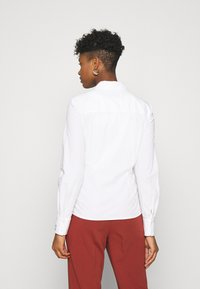Scotch & Soda - SLIM FIT CLASSIC SHIRT - Button-down blouse - white - 2