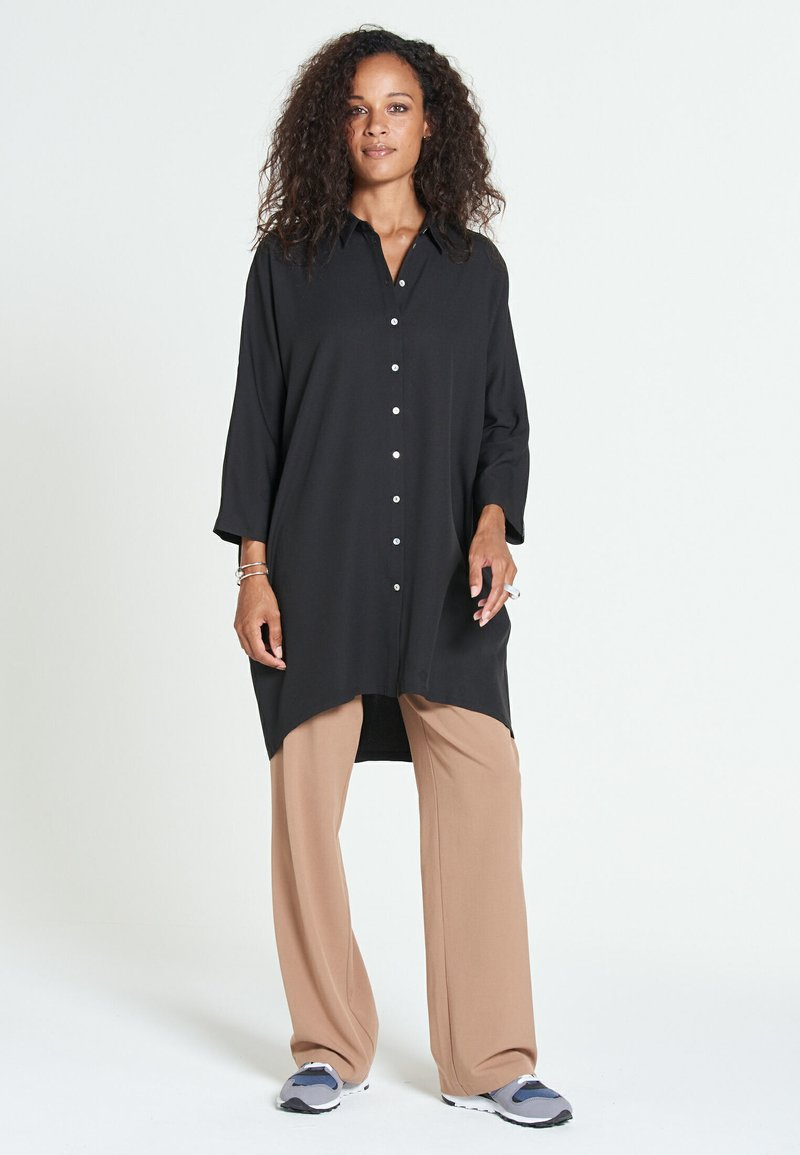 Jascha Stockholm - MAROCAIN - Robe chemise - black
