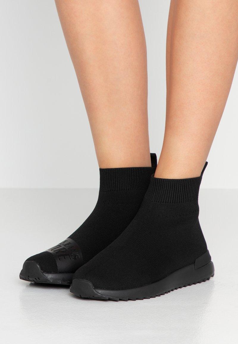 Versace Jeans Couture - Høye joggesko - nero
