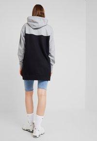 Nike Sportswear - HOODIE - Denní šaty - black/white - 2