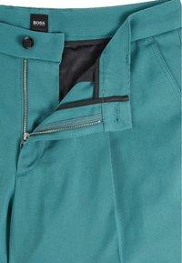 BOSS - KIRIO - Trousers - open green - 5