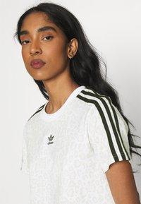 adidas Originals - LEOPARD CROPPED TEE - T-shirt print - multco/white/talc - 3