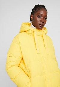 GAP - MW FASHION PUFFER - SOLID - Chaqueta de invierno - bold yellow - 4