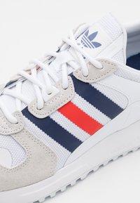 adidas Originals - ZX UNISEX - Trainers - footwear white/dark blue/red - 5