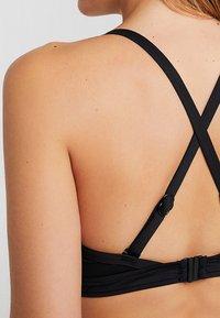 Seafolly - POPBLOCK WRAP FRONT CUP BRALETTE - Bikini top - black - 6