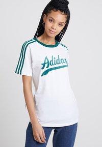 adidas Originals - REGULAR TEE - T-shirts print - white - 0