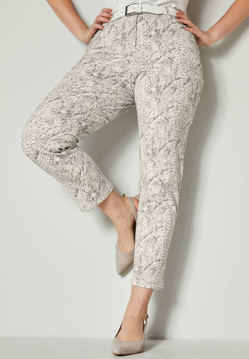 Sara Lindholm by HAPPYsize - Trousers - white